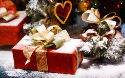 Предложение руки и сердца с новогодним мотивом