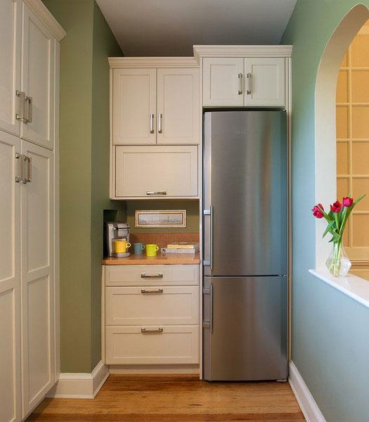 Место и над холодильником
