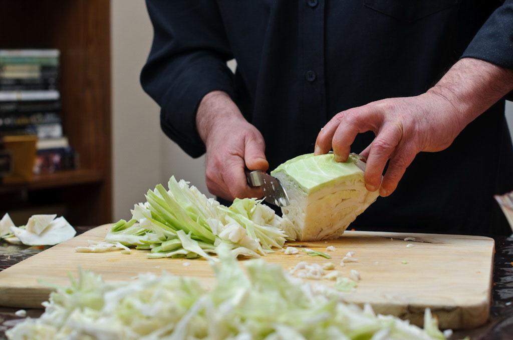 Как шинковать капусту ножом