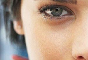 Как убрать синяки под глазами? Народные средства